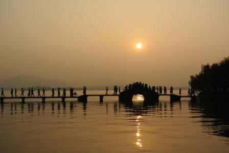 杭州観光のおすすめ|龍井村、霊隠寺などの西湖以外のスポットがイチオシ!上海から近い